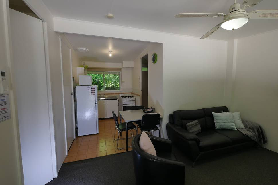 Bright Accommodation 2 bedroom suite